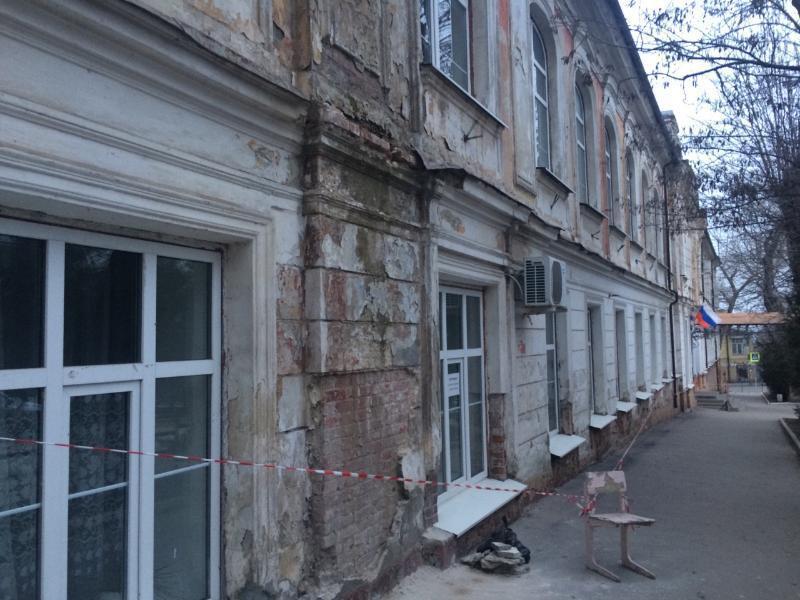 В Таганроге одна из лучших школ России ветшает и сыпется на глазах