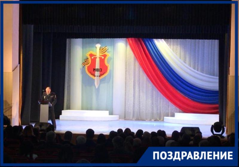 В Таганроге прошел традиционный праздничный концерт ко Дню работника полиции