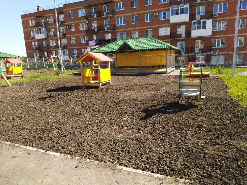 «Совок-стайл» и «пахота» окрестили таганрожцы площадку в новом детском садике
