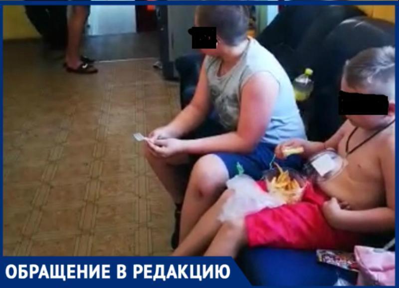 Сотрудник ДЦ «Прибой» Таганрога выгонял на улицу голодных детей
