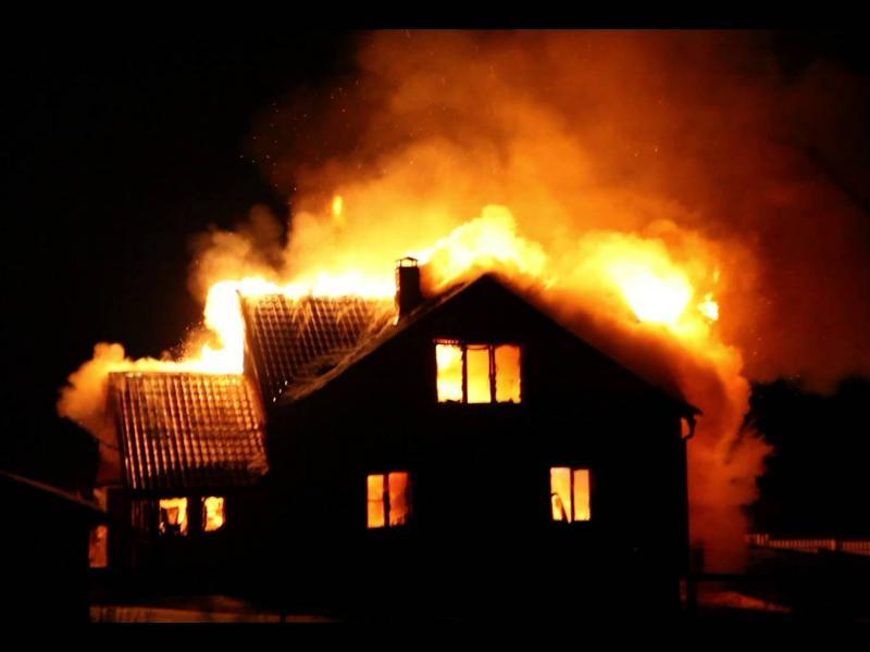Крупный пожар случился в Таганроге на 4-ом Мариупольском переулке