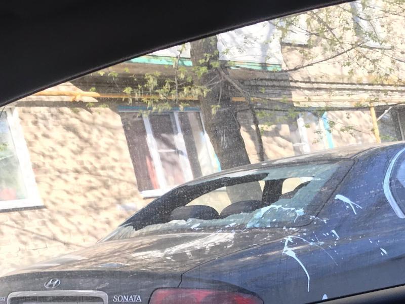 Разбитые лобовые и облитые краской кузова ждали шесть автолюбителей Таганрога