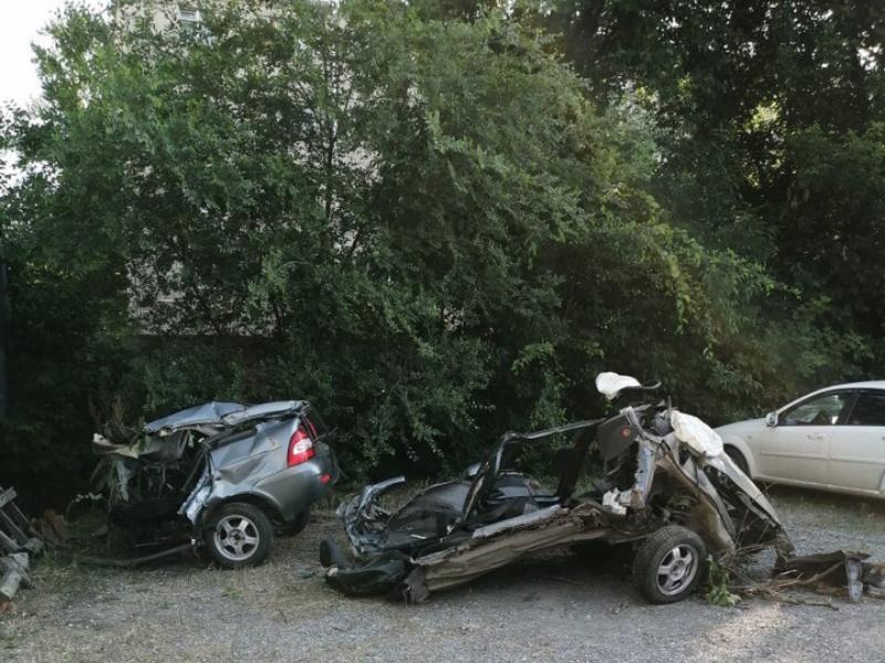 В Таганроге обнаружили в кустах искореженное авто и труп мужчины
