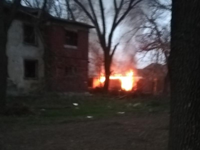 Таганрожец поднял острую тему неравнодушия из-за пожара в бесхозном здании