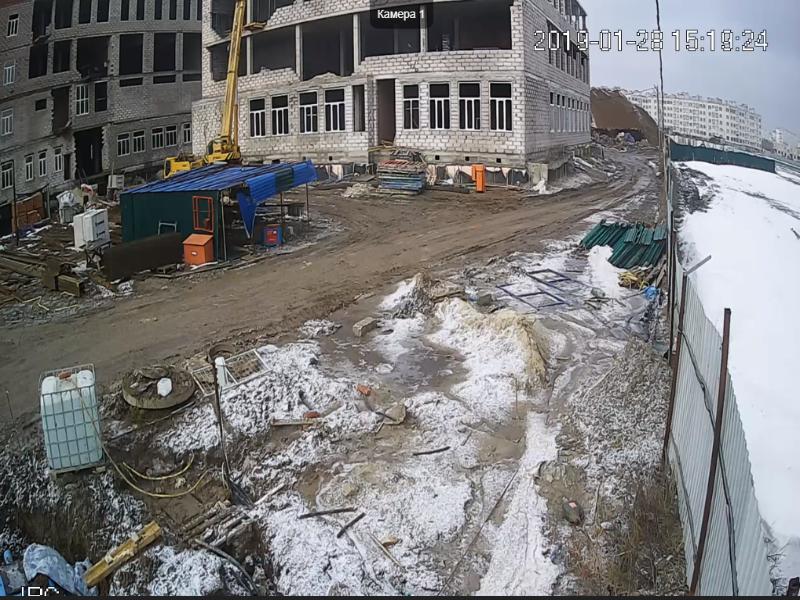 В будущей школе Таганрога цемент намешан из луж и уже потрескался монолит