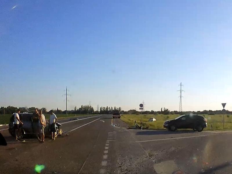 В тройной аварии на трассе Ростов-Таганрог пострадал ребенок, ехавший в автокресле