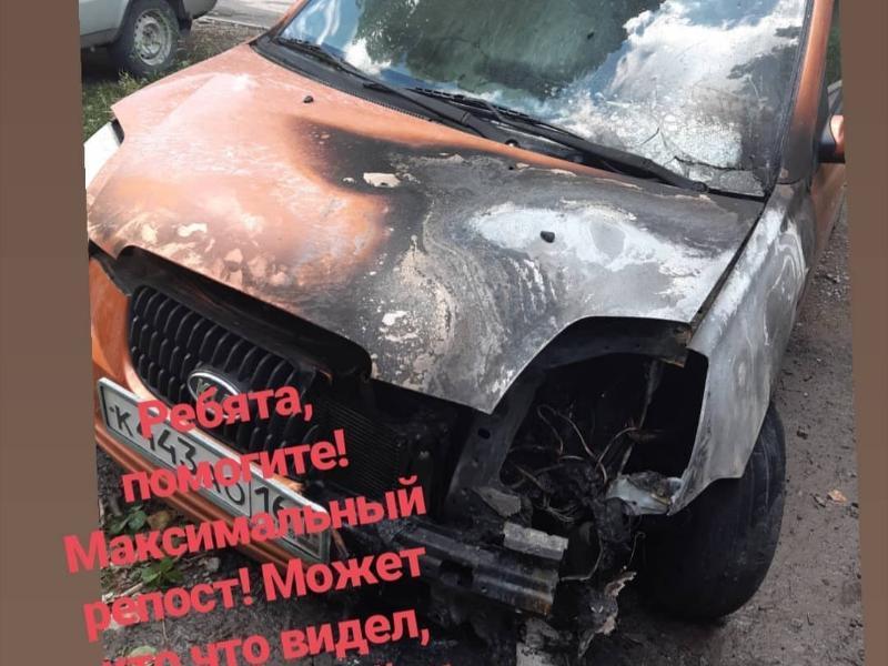 В Таганроге ищут поджигателя автомобиля «Киа Пиканто»