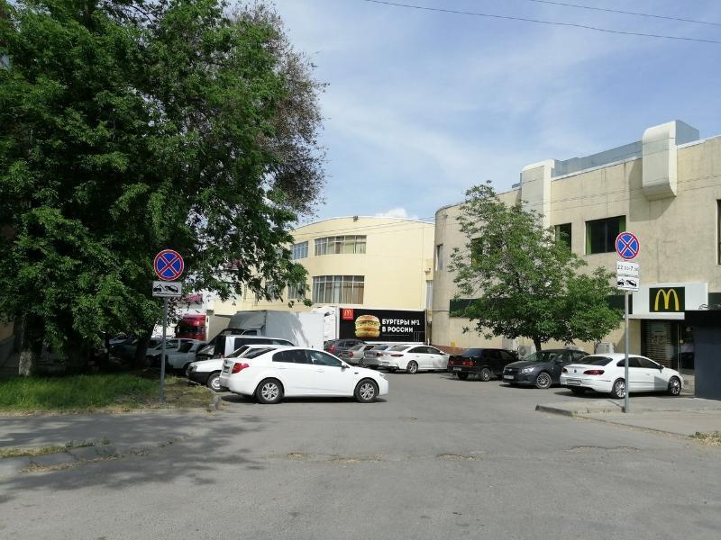 В Таганроге запретили парковку у «Макдоналдса»