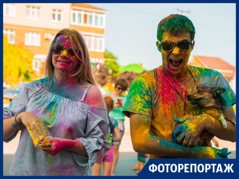 Веселый и озорной фестиваль красок прошел в Таганроге