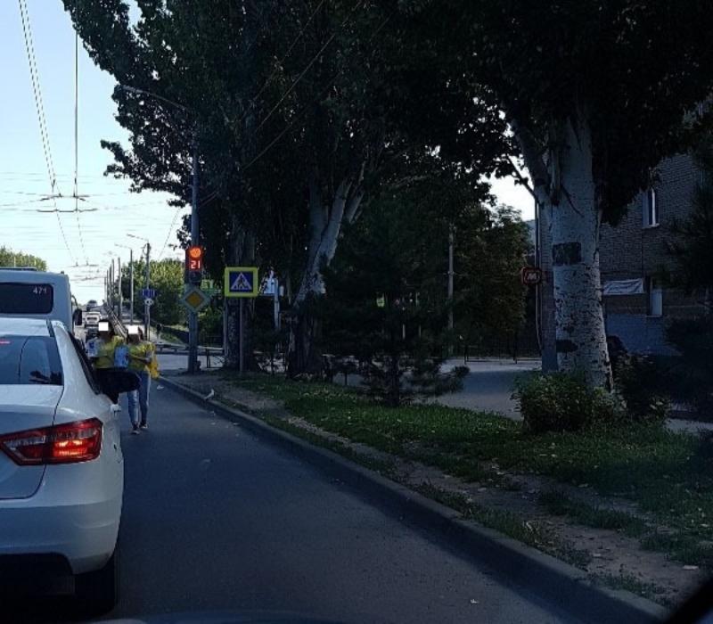 Подростки-попрошайки вновь атакуют Бакинский мост в Таганроге