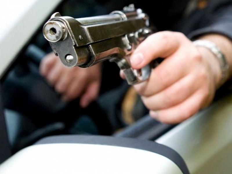 Таганрожец на «Шевроле» носился по клумбам и угрожал травматом прохожим