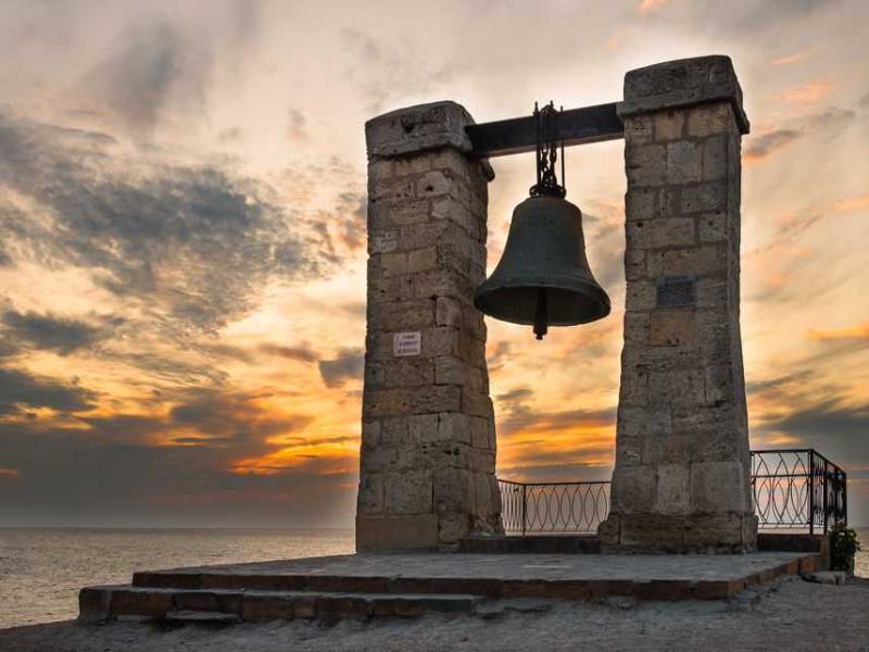В Крыму зазвонил колокол башни Нотр-Дама, отлитый в Таганроге