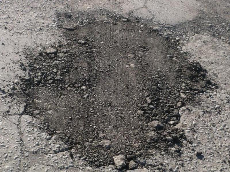 В Таганроге на «проспекте Лисицкого» залатали ямы по пути в поликлинику