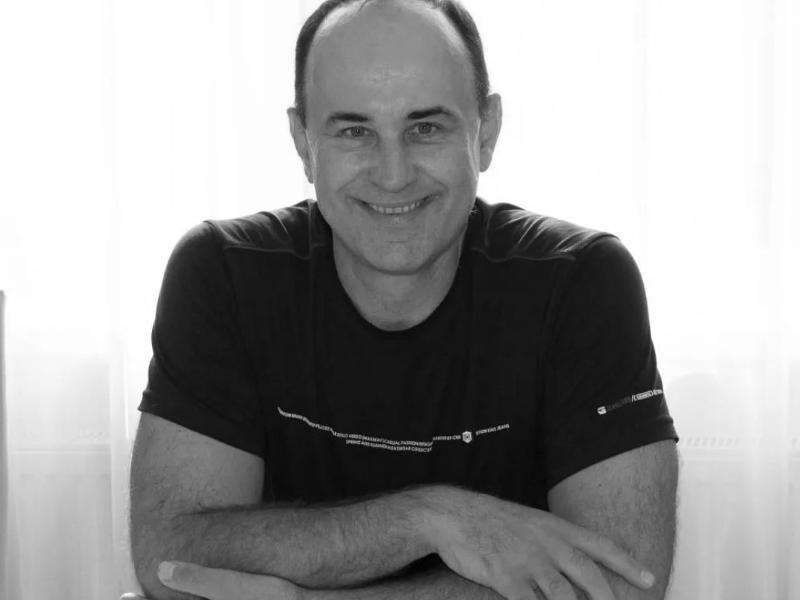 Скоропостижно скончался таганрогский шоумен и ведущий Александр Жиленков