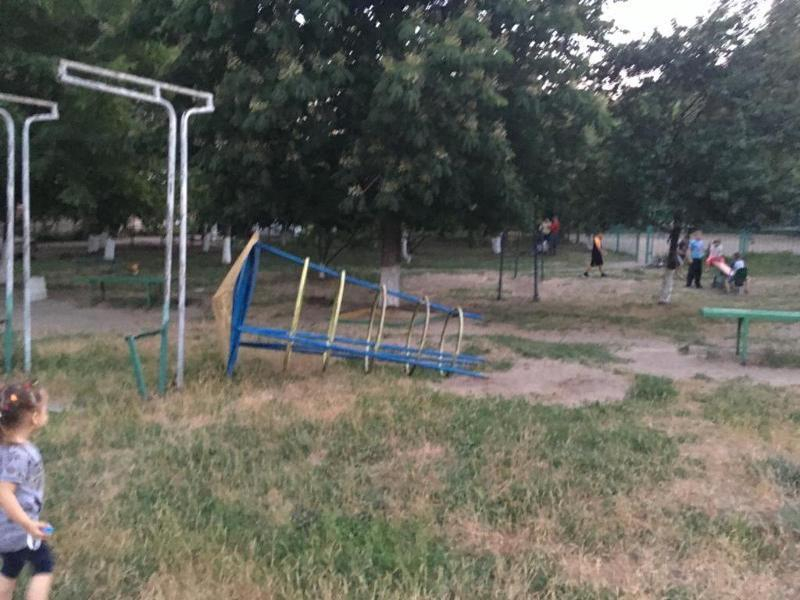 Инспекторы по несовершеннолетним  выяснят про инцидент с травмированным мальчиком в Таганроге