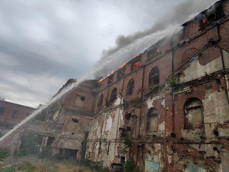 В Таганроге загорелся Кожевенный завод