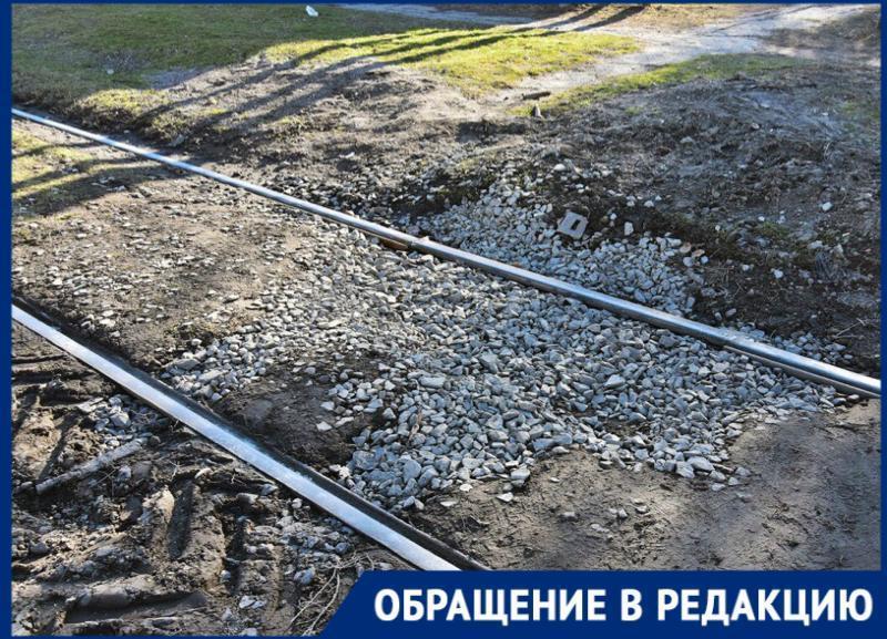 Засыпали яму, по которой ездил таганрогский «трамвай-внедорожник»
