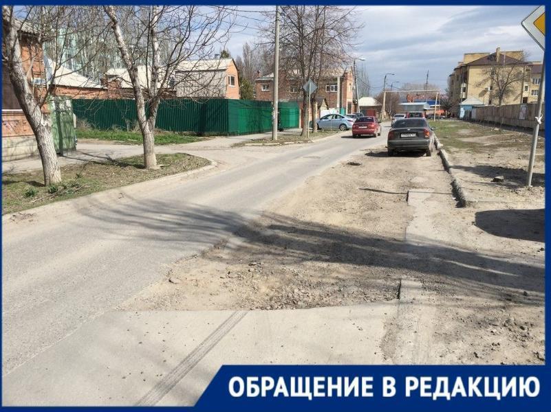 «Идти километр или лезть через забор школы» - как попасть детям на площадку в Таганроге