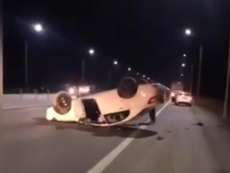 Под Таганрогом перевернулась иномарка — водитель уснул за рулем
