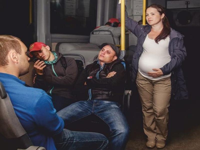 С мешком 10 кг и баночкой мочи в 7 утра отправили в женскую консультацию начальника отдела транспорта в Таганроге
