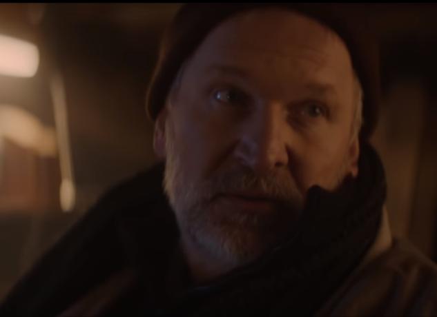 Федор Добронравов сыграл бездомного в короткометражном новогоднем фильме «Огоньки»