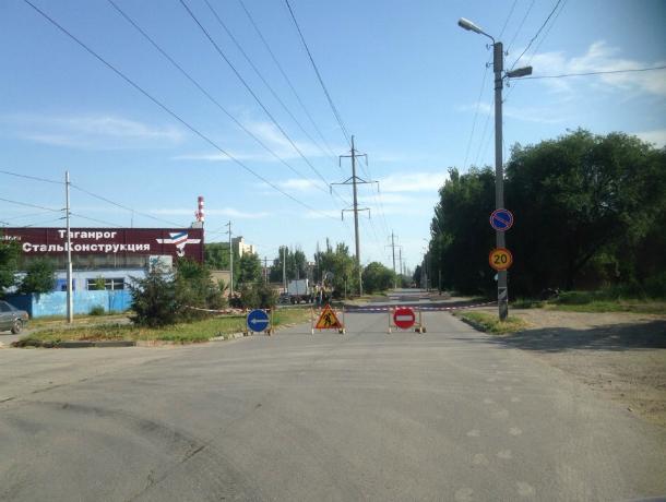Продолжаются работы на коллекторе в Таганроге