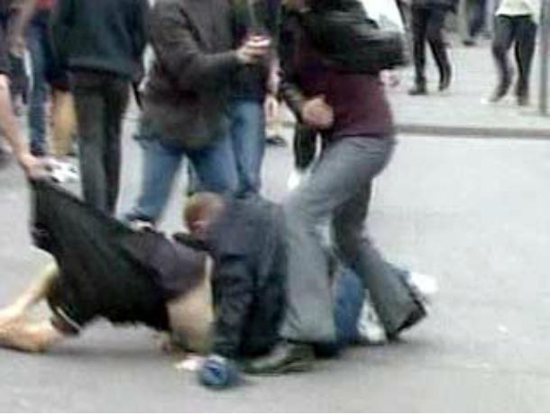 Пьяная троица мужчин устроила дебош в центре Таганрога