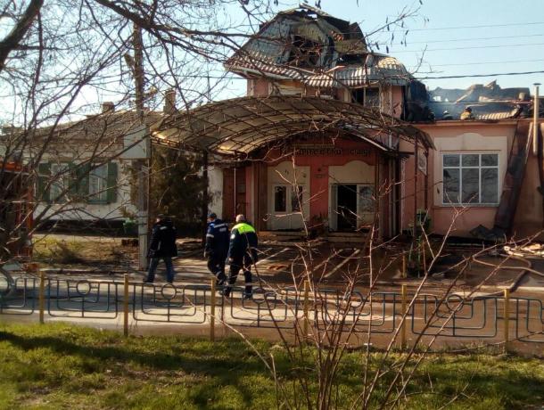 Утренние  фото с мест пожара в Таганроге