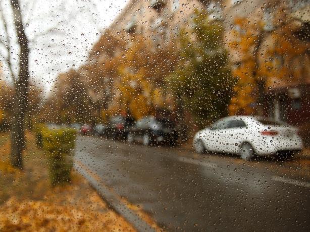 В начале недели таганрожцев ожидают гроза, ливни и шквалистый ветер