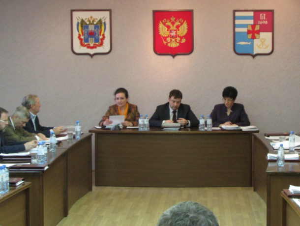 Не так сидим, депутат Таганрога попытался посадить сити-менеджера города на свое место