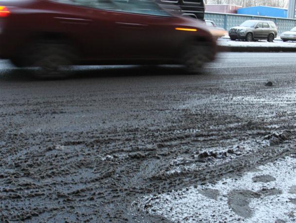 Таганрожцев удивляет отсутствие пескосмеси на скользких дорогах Таганрога