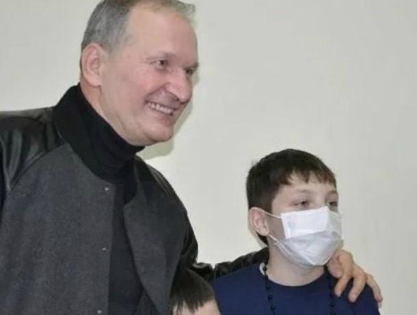 Уроженец Таганрога Федор Добронравов навестил онкобольных детей Ростова