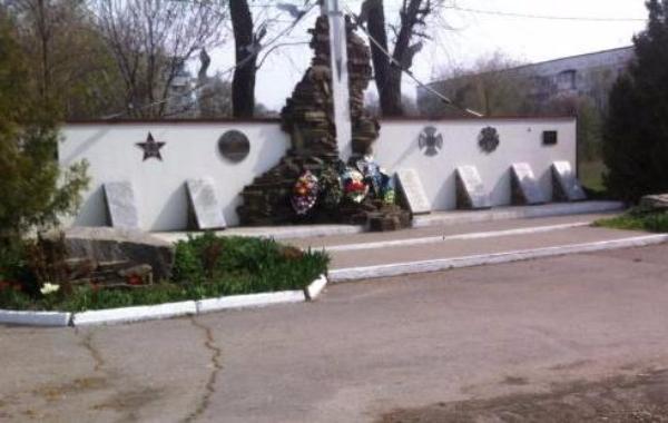 Памятники и воинские захоронения приведут в порядок к 9 мая студенты
