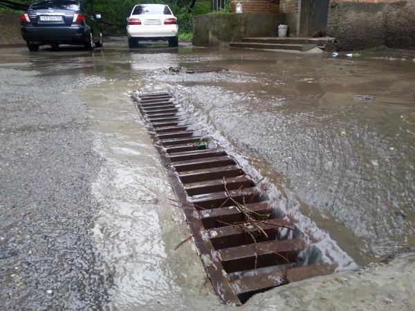 Ливневые системы Таганрога не справляются с потоками дождевой воды