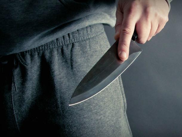 Бессвязно бормотавший что-то под нос мужчина нападал на женщин с ножом в Таганроге