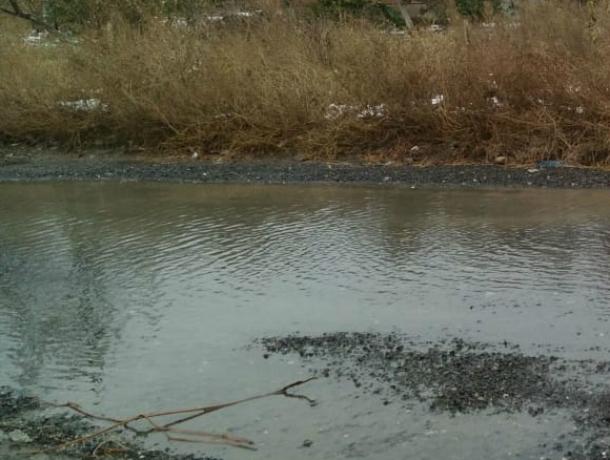 Водоканал Таганрога предпочитает не замечать утечку воды на 17-м Новом переулке
