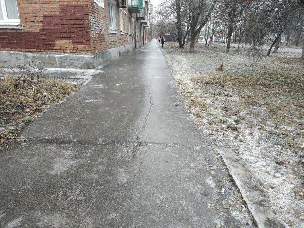 Власти Таганрога отчитались о посыпке улиц песко-соляной смесью— горожане не подтвердили