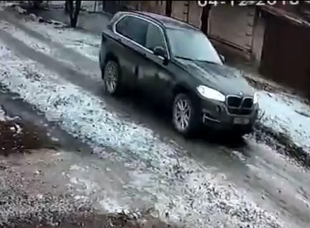 Таганрожцев напугало видео с черной машиной, преследующей детей