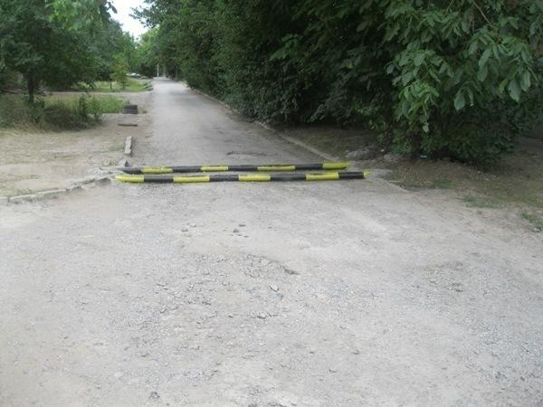 В Таганроге жители Военного городка развернули борьбу с автовладельцами