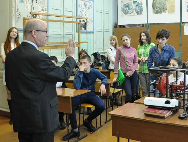 Ростовские чиновники от «образования» отчитались за увольнение учителя Макаренко