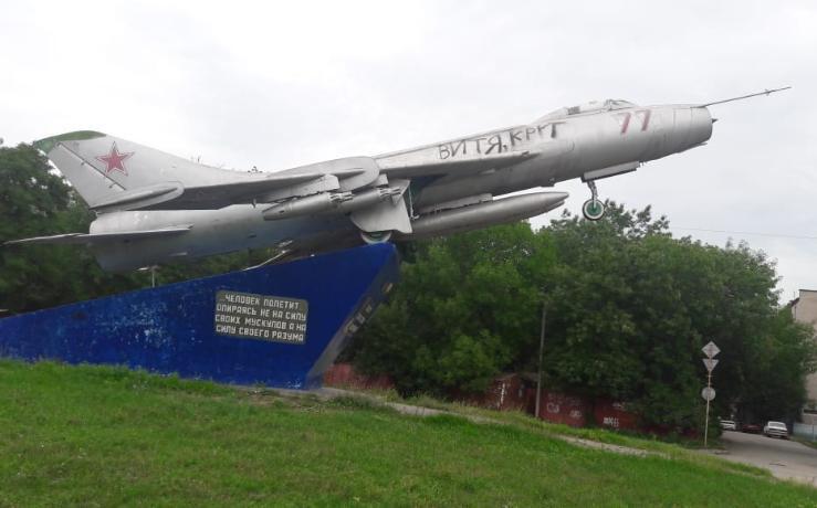 Памятник советской авиации в Таганроге забыт и отдан на растерзание вандалам