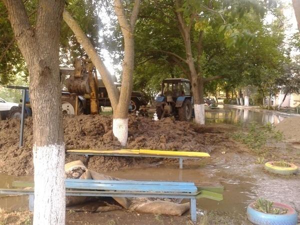 В Таганроге один из дворов микрорайона Западный превратился в озеро