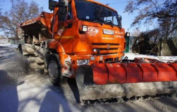 За сутки на дороги Таганрога было высыпано 180 тонн пескопасты