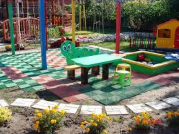 25 дворовых территорий обустроят в Таганроге до конца года