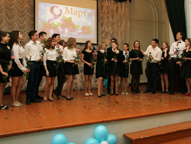 Сегодня праздник отмечают более семи тысяч женщин –педагогов Таганрога