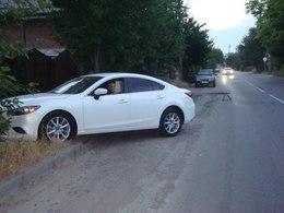 В Таганрога автоледи на Mazda 6, въехала глубокую яму и получила травмы