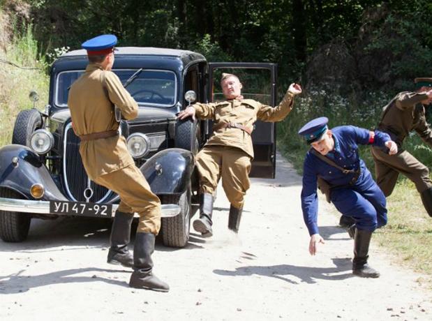 Опять  кино и перекрытие движения в Таганроге по улице Александровской