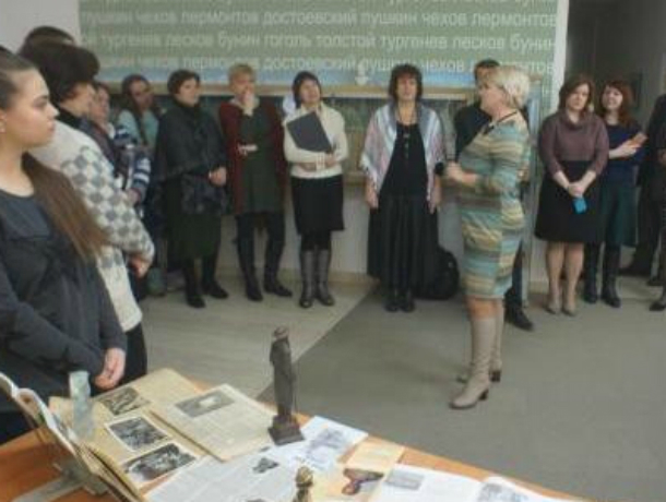 В Таганроге чеховская декада завершилась рассказами о памятниках и скульптурах