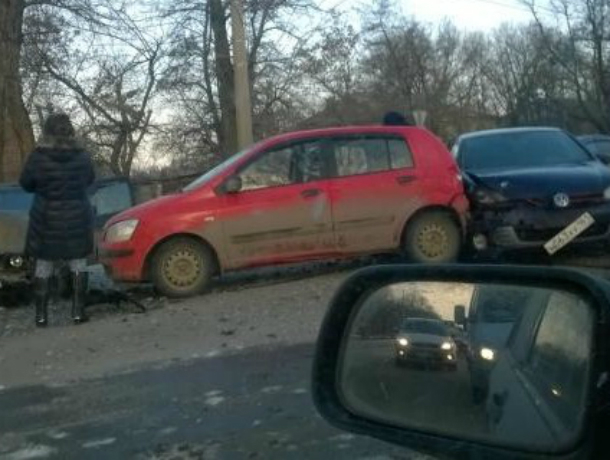 В Таганроге произошло  массовое ДТП из-за скользкой дороги